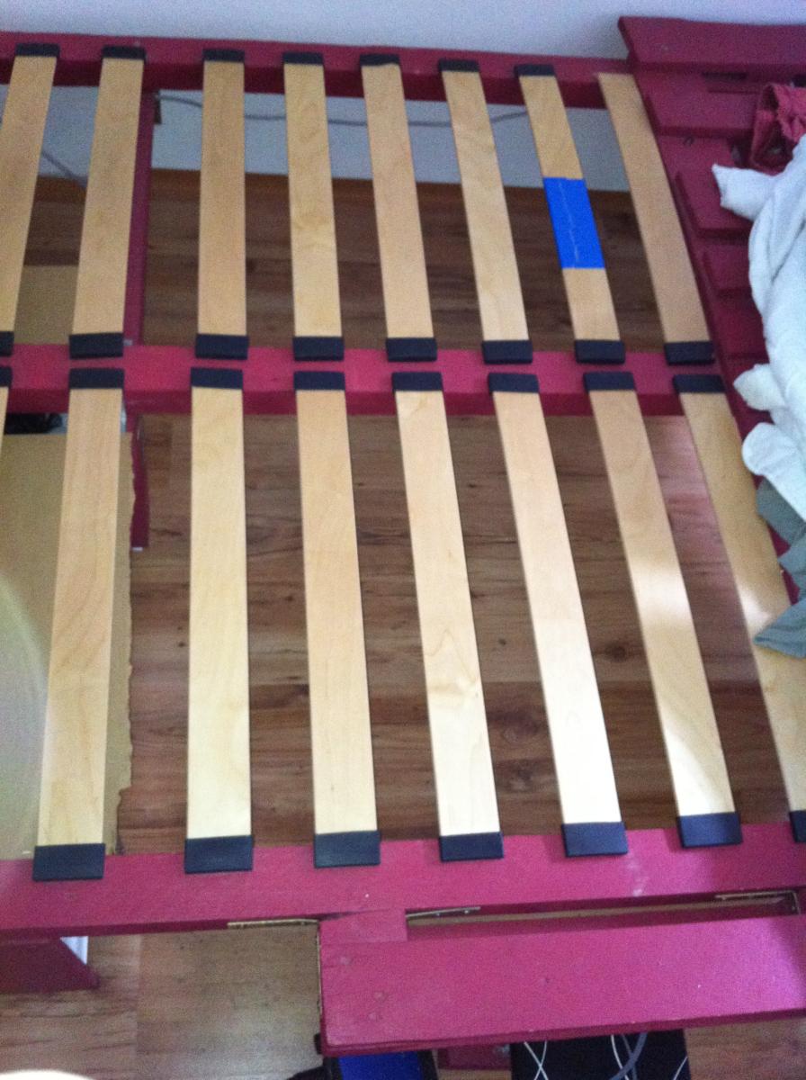 Palettenmöbel die erste: Doppelbett mit Palettenrahmen ...