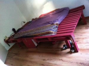 Palettenmöbel: Doppelbett, fertig mit Palettenrahmen/Ablage (1 Europalette , 1 Einwegpalette)