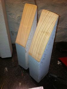 Palettensofa - Stützen für die Rückenlehne, schräg angesägt