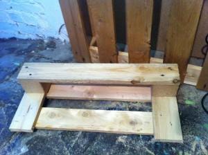 Möbel aus Paletten, Schuhregal: Regalelement, abgeschliffen