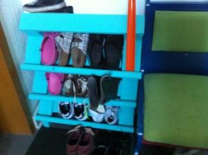 Wermutstropfen: es passen nur zwei Paar Schuhe in eine Etage