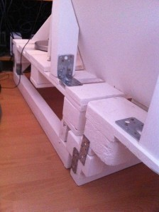 Sofa-Endmontage: Ansetzen des Eckteils