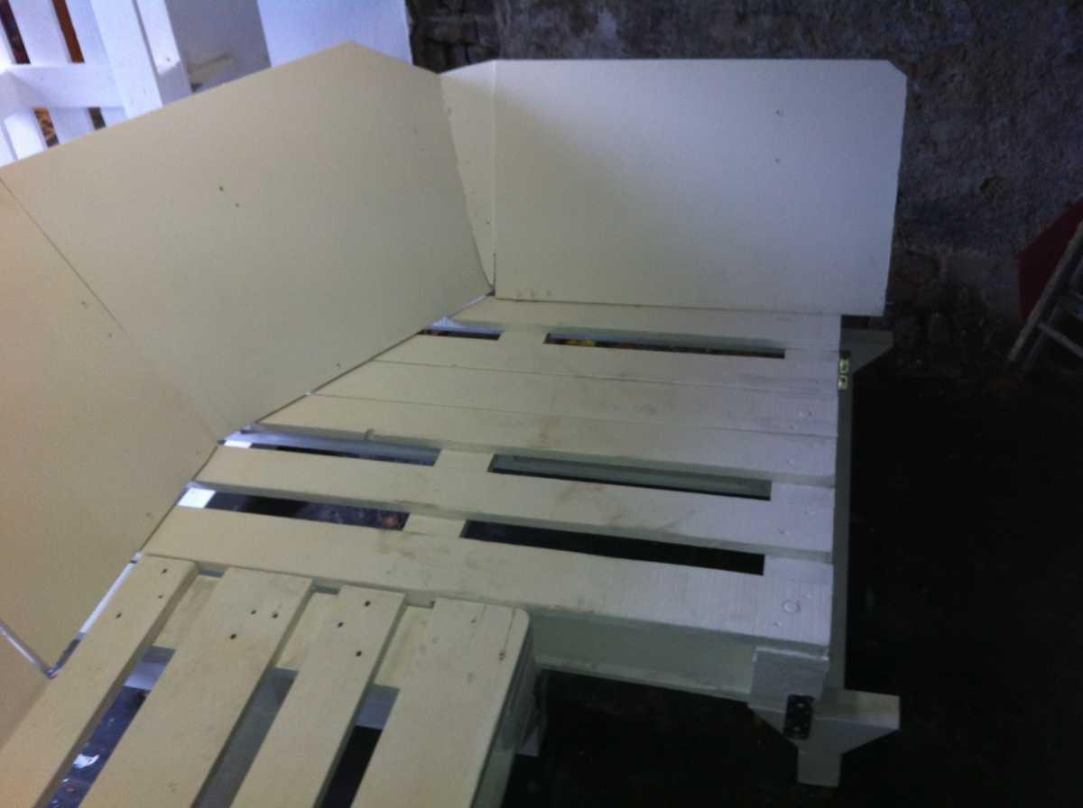 palettensofa sofa selber bauen teil 2 palettenbett und palettenm bel palettenbett und. Black Bedroom Furniture Sets. Home Design Ideas