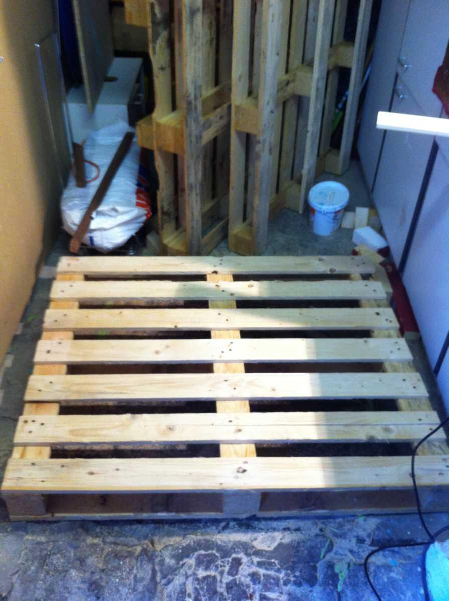 Palettenmöbel III: Schreibtisch selbst bauen - Palettenbett und ...