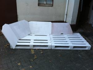 Sofalehnen aus alten Möbelteilstücken