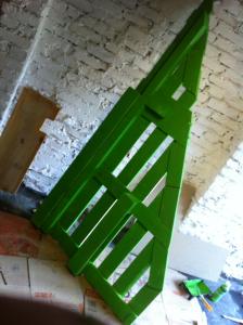 Dreieckiger Schreibtisch: Tischplatten-Grundgerüst, gestrichen