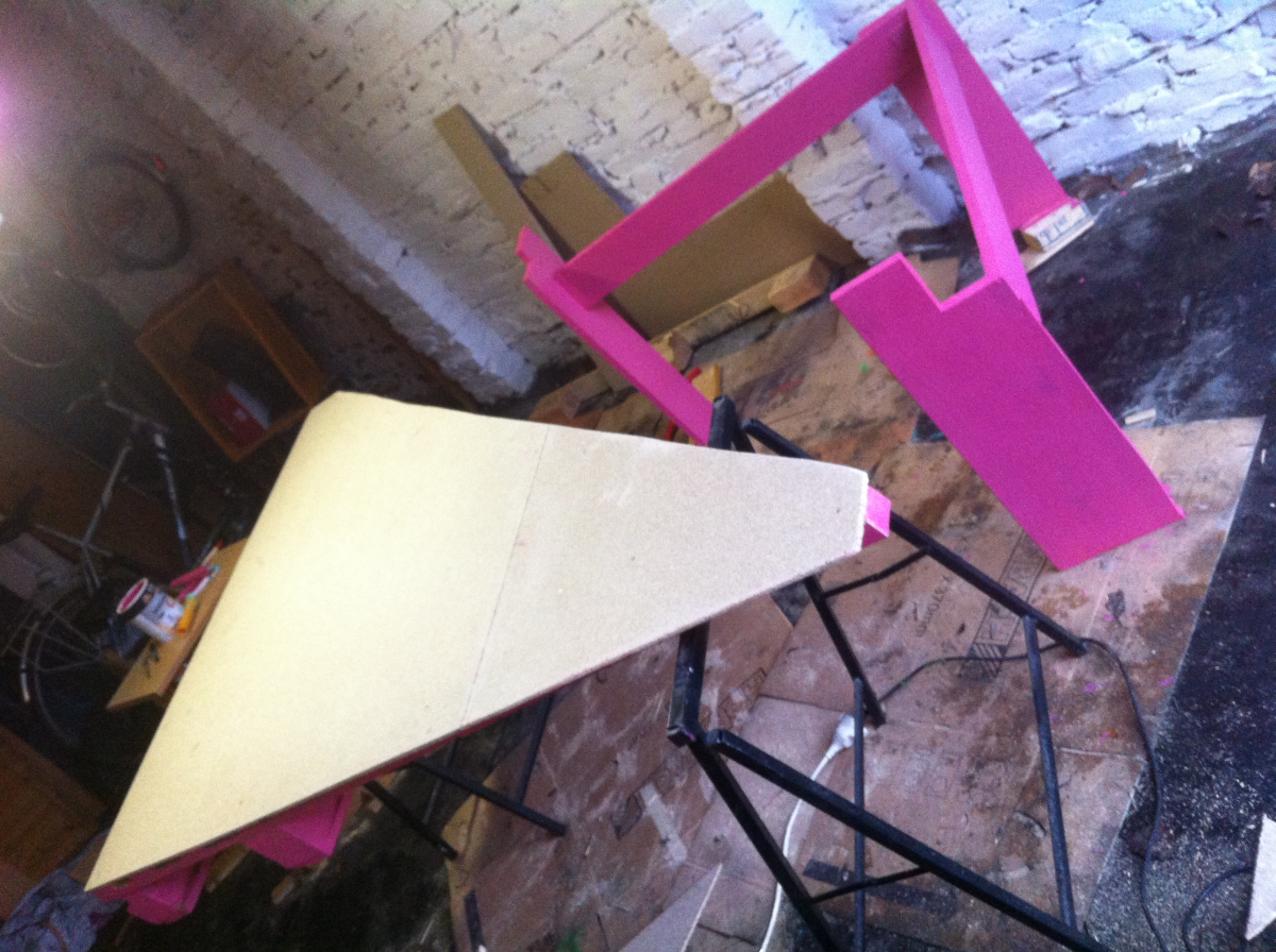 projekt pink palettentisch palettenbett und palettenm bel palettenbett und palettenm bel. Black Bedroom Furniture Sets. Home Design Ideas