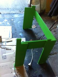 Dreieckiger Schreibtisch: Unterbau, gestrichen