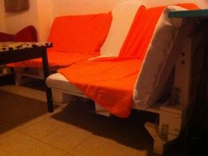 Sofa aus Paletten - versetzter Fuß nach Umbau