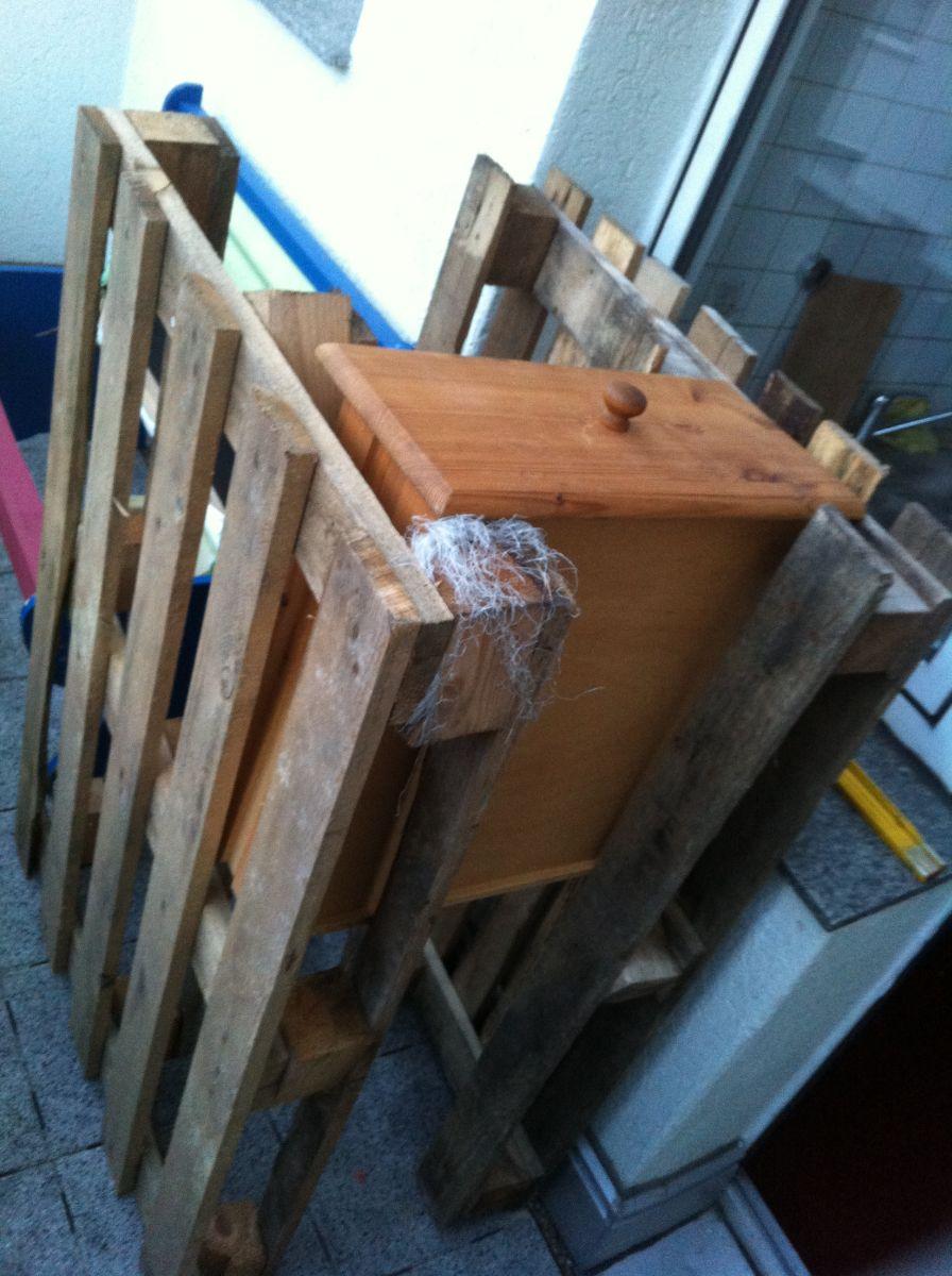 k chenschrank schubladenschrank mit paletten selberbauen palettenbett und palettenm bel. Black Bedroom Furniture Sets. Home Design Ideas