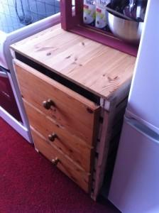 Küchenschrank aus Paletten, mit Schubladen: Fertigstellung