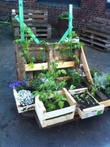 Blumenkisten auf Paletten-Garteninstallation, n.a.t.u.r.-Festival
