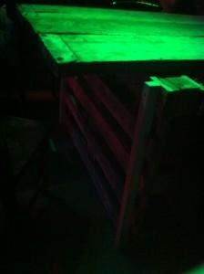 Großer Palettentisch - Party-Tafel, Detail ohne Blitzlicht. Gran paradiso