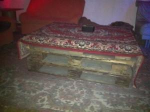 Palettentisch: Extrem chillige und einfache Variante mit Teppich
