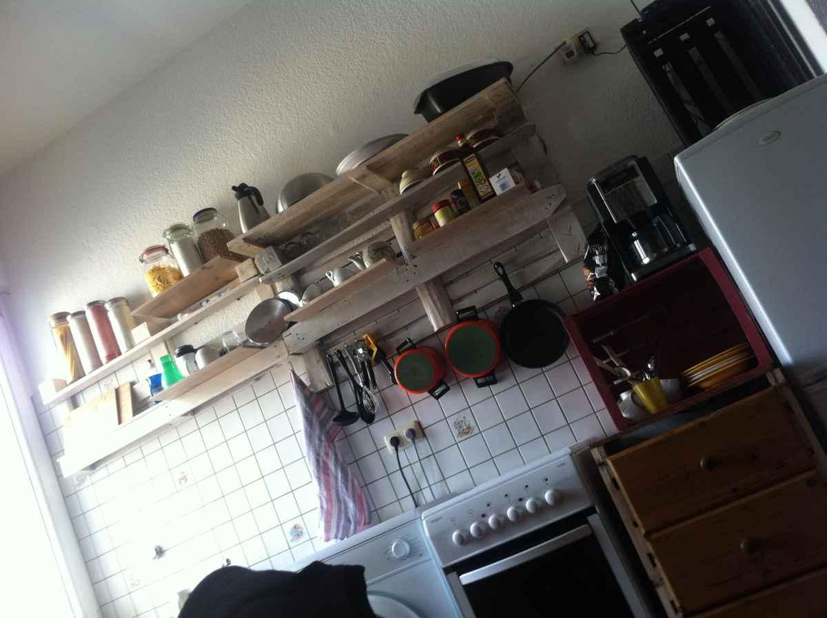 küchenregal aus paletten - palettenregal 2 - palettenbett und