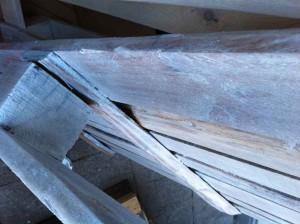Erste Lasur (kalkweiß): Detail Palettenkante