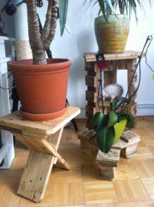 Drei Blumenständer. Paletten-Resteverwertung.