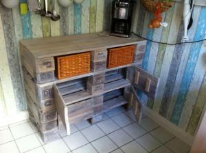 Küchen-Palettenschrank, Türen offen, final