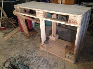 Rohbau - Aufgesetzte Tischfläche, steht schon stabil