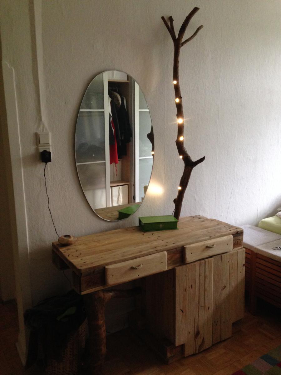 europaletten schminktisch mit borkenk fer sten und leds palettenbett und palettenm bel. Black Bedroom Furniture Sets. Home Design Ideas