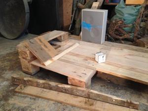 Schreibtisch, mit Einbaubox und Schaltpult-Ersteindruck