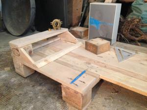 Schreibtisch-Schaltpult, und erste Tischfläche