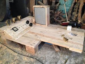 Box mit Rahmen und Bespannung