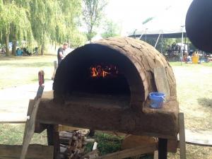 Pizzaofen, Lehm, in Betrieb