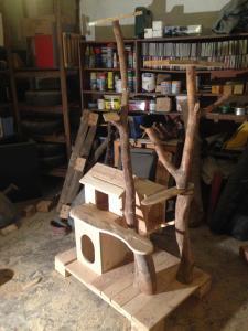 Katzenhütte und -kratzbaumrohbau, weitgehend fertig