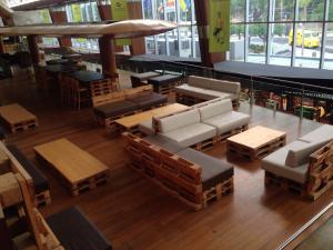 Flughafencafe Teneriffa Süd, komplettes Paletteninterieur