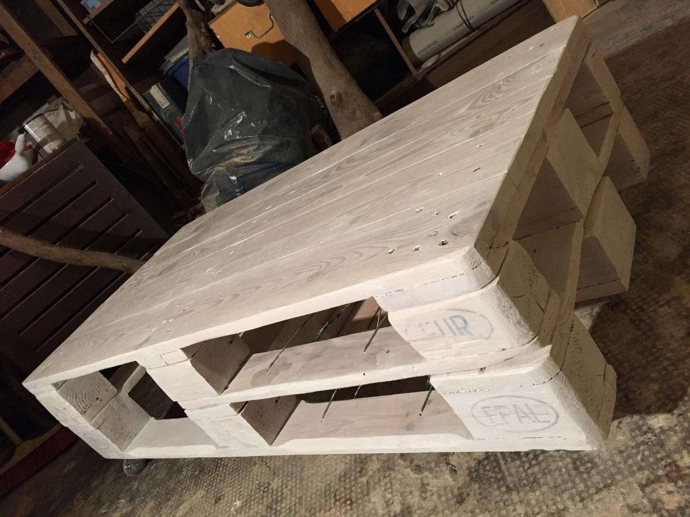palettentisch, weiss lasiert - palettenbett und palettenmöbel
