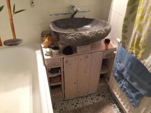 Paletten-Badezimmerschrank, fertig
