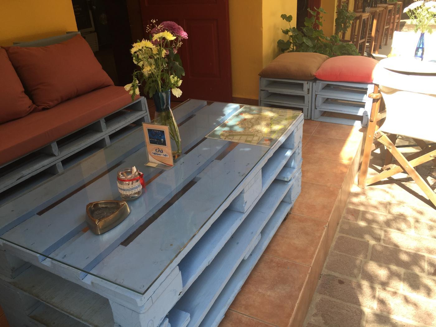 paletten-sitzecke, interessante hockerformate - palettenbett und