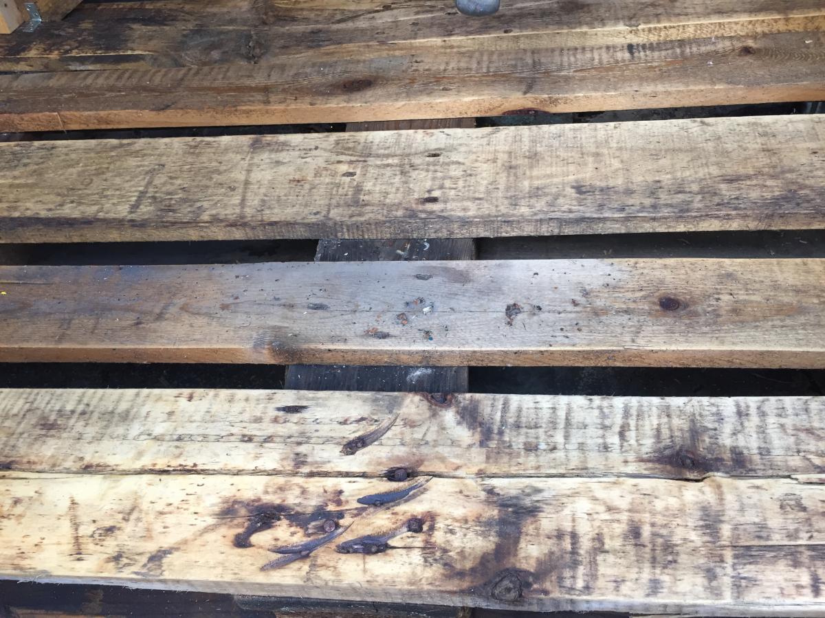 Fußboden Aus Palettenholz ~ Paletten wetterfest haltbarkeit behandelt unbehandelt lackiert