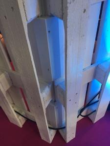 Detail: Verbinder beim Palettenraumteiler, außen