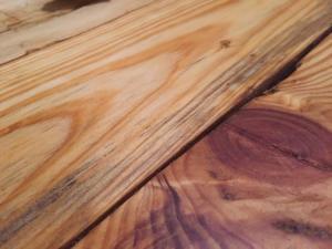 Palettenschliff, Detail: gut schleifbare Hölzer