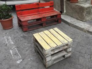 Palettenbank, kleiner Tisch, sehr standard