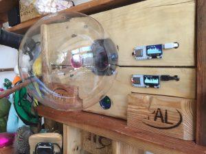 Detail: Plasmakugel und WLAN-Meter