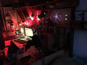 Schreibtischregal mit Plasmakugel, Nacht